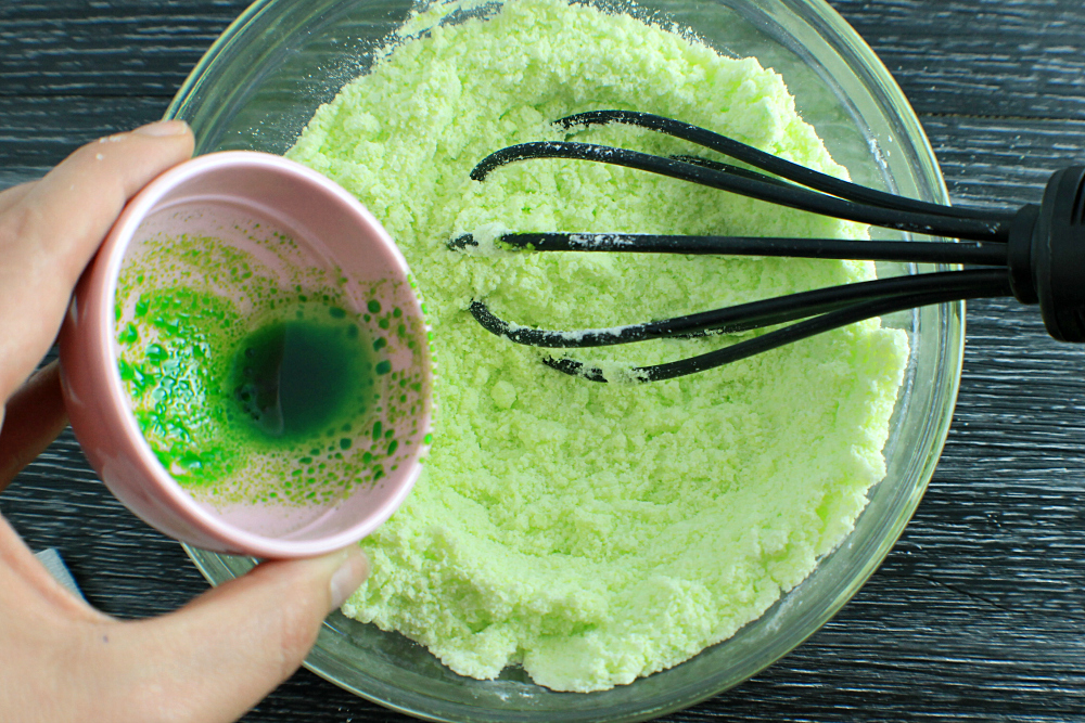DIY Bath Bomb Tutorial Mixing Wet Ingredients In_3