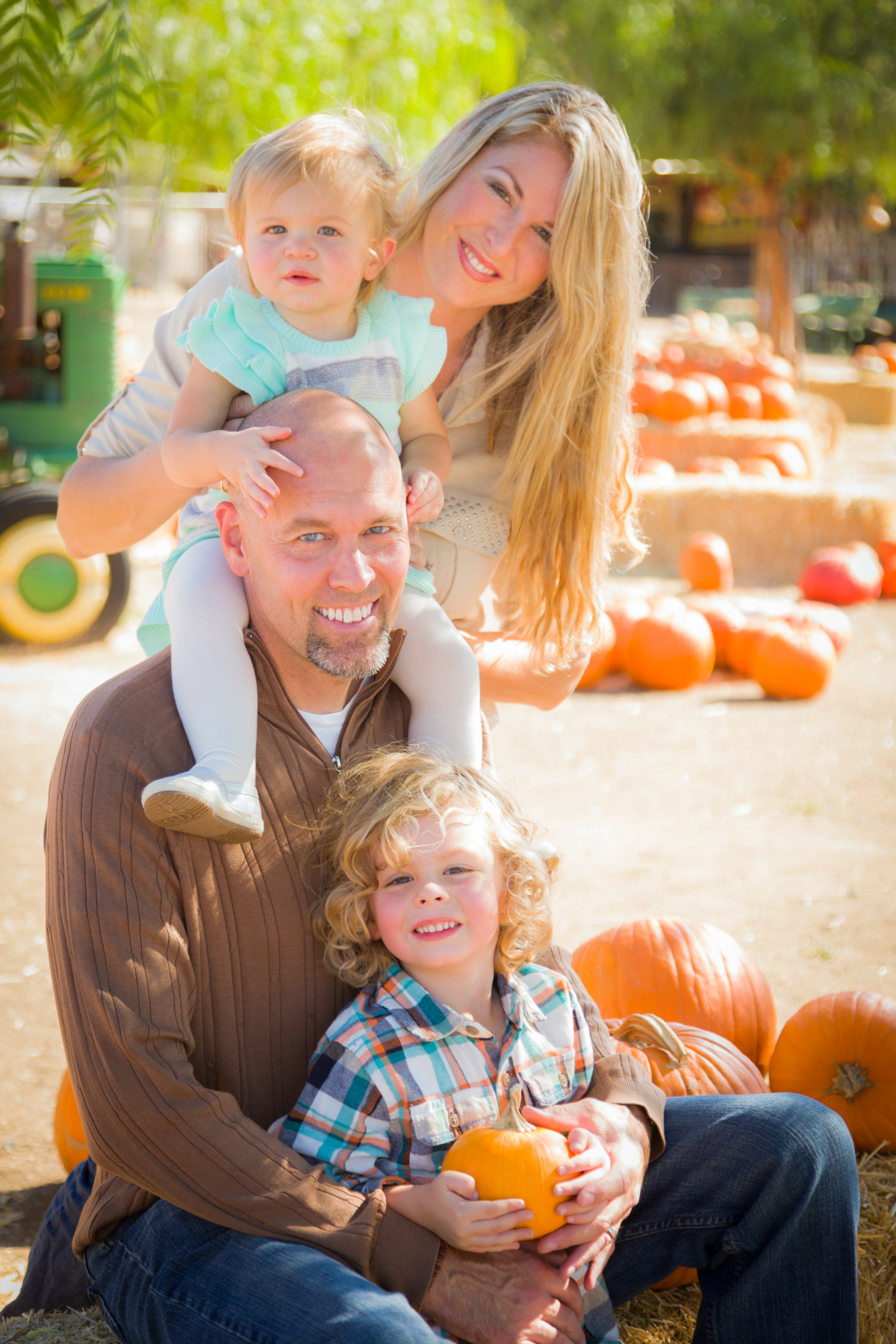 7 Tips For Great Family Pumpkin Patch Pictures
