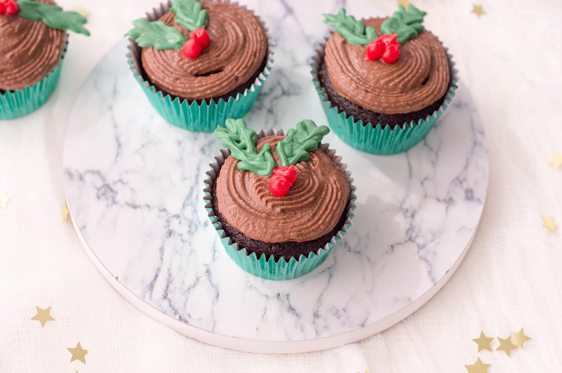 Jolly Holly Cupcakes