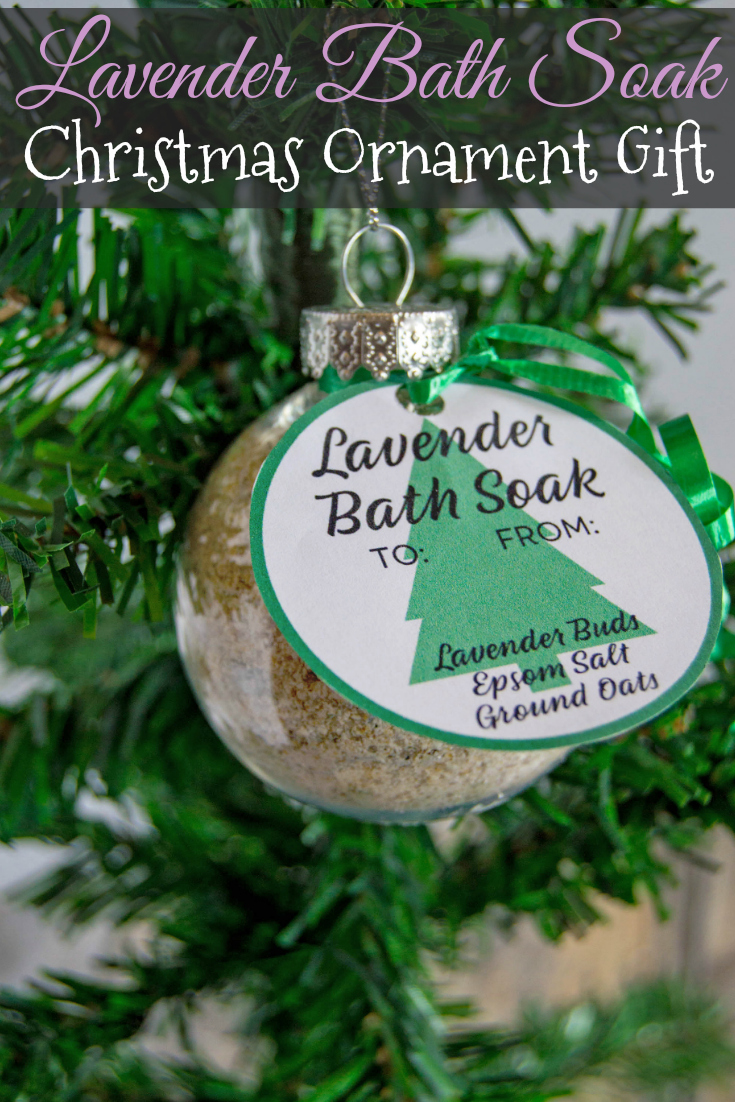 Looking for an easy DIY handmade Christmas gift idea? These lavender bath soak ornaments with printable tags are a great relaxing gift to give! #DIY #Handmade #Christmas
