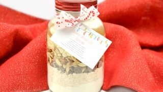 Handmade Gift Idea: Oatmeal Chocolate Chip Cookie Mix In A Jar
