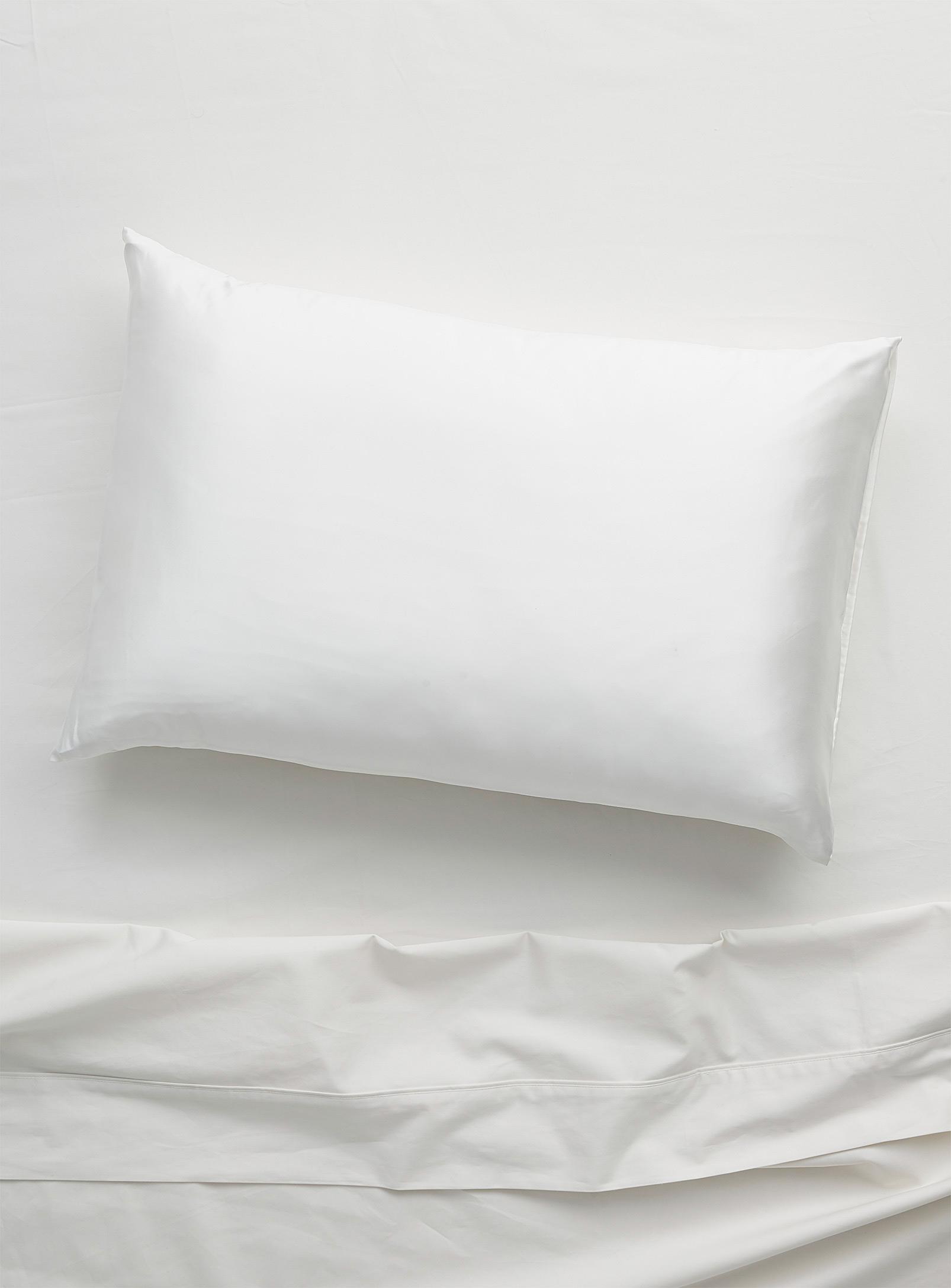 Simons - La Maison Simons Deluxe Silky Pillowcase