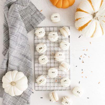 Mummy Halloween Macarons