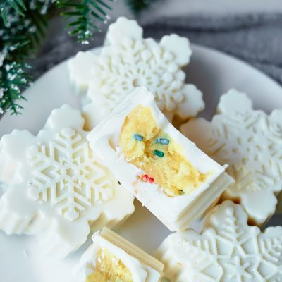 Easy Christmas Snowflake Cake Pops
