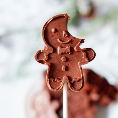 Easy Gingerbread Man Cake Pops