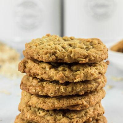 The Best Oatmeal Cookies – Chewy + Crispy